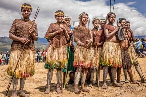 Hình ảnh bộ lạc có phong tục kì lạ để tỏ lòng thương tiếc người chết - Ảnh 5