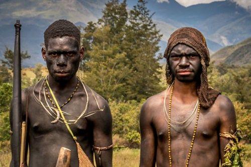 Hình ảnh bộ lạc có phong tục kì lạ để tỏ lòng thương tiếc người chết - Ảnh 7