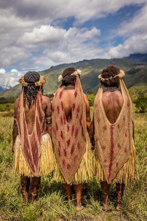Hình ảnh bộ lạc có phong tục kì lạ để tỏ lòng thương tiếc người chết - Ảnh 8