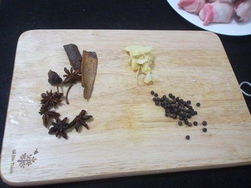 Móng giò hầm ngũ vị - món ăn nóng hổi cho ngày lạnh - Ảnh 3