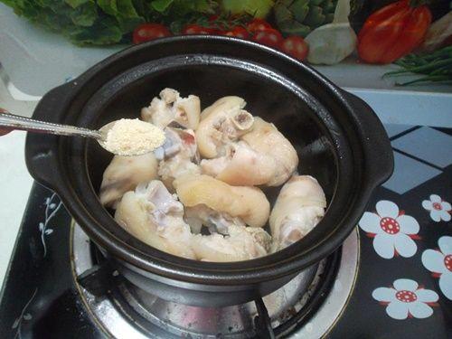 Móng giò hầm ngũ vị - món ăn nóng hổi cho ngày lạnh - Ảnh 4