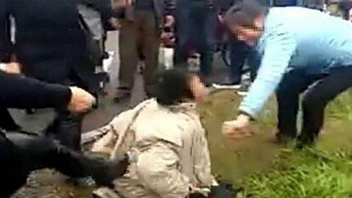 """Người phụ nữ bị đám đông tấn công vì tin đồn """"mẹ chồng ép con dâu tự tử"""" - Ảnh 1"""