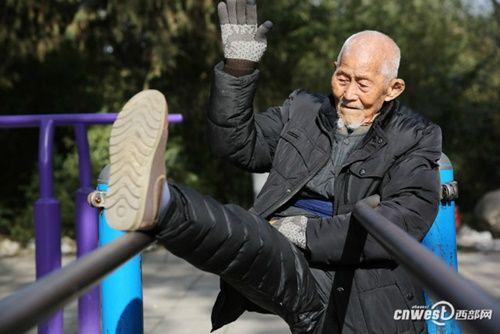 """Cụ ông 101 tuổi mệnh danh là người sống """"lành mạnh"""" nhất nổi tiếng mạng xã hội - Ảnh 12"""