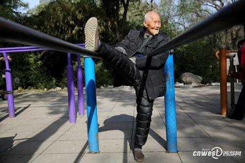 """Cụ ông 101 tuổi mệnh danh là người sống """"lành mạnh"""" nhất nổi tiếng mạng xã hội - Ảnh 2"""
