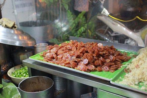 Người Sài Gòn nửa đêm háo hức đi ăn 'xôi nhà xác' - Ảnh 1