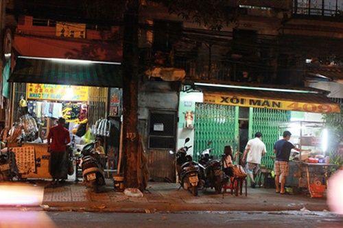 Người Sài Gòn nửa đêm háo hức đi ăn 'xôi nhà xác' - Ảnh 7
