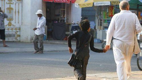 Tiết lộ về 'Thợ săn' trẻ em đường phố ở Phnompenh - Ảnh 1