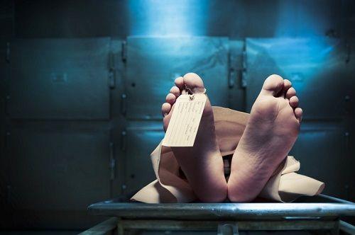 Người đàn ông tưởng chết sau cuộc đua uống rượu, bất ngờ tỉnh dậy trong nhà xác - Ảnh 1