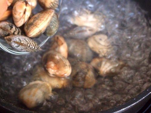 Cách làm trứng hấp ngao tươi thơm ngon bổ dưỡng - Ảnh 2