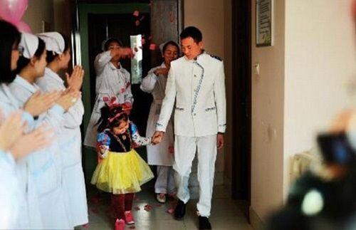 Xúc động người cha tổ chức đám cưới trong mơ cho con gái bé nhỏ của mình - Ảnh 1