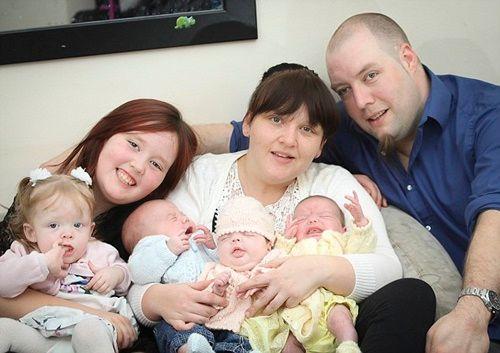Kì lạ người phụ nữ sinh 4 đứa con trong vòng 11 tháng - Ảnh 1