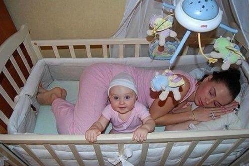 Những hình ảnh ngộ nghĩnh khi các bậc cha mẹ chăm sóc con nhỏ - Ảnh 4