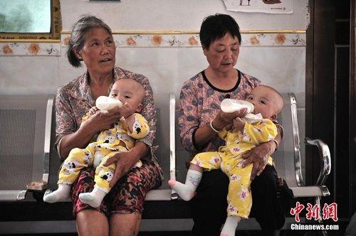 Kì lạ ngôi làng nhỏ có tới 39 cặp sinh đôi - Ảnh 9