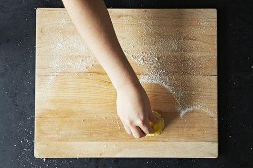 Những thủ thuật đơn giản loại bỏ các vết bẩn cứng đầu trong căn bếp của bạn - Ảnh 7
