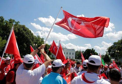 Thổ Nhĩ Kỳ bắt giữ 103 tướng lĩnh và đô đốc quân đội sau đảo chính - Ảnh 1