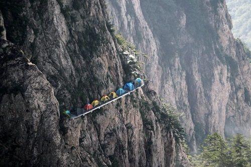 """""""Người thích, kẻ sợ"""" khi cắm trại trên vách núi cao 1700m - Ảnh 3"""
