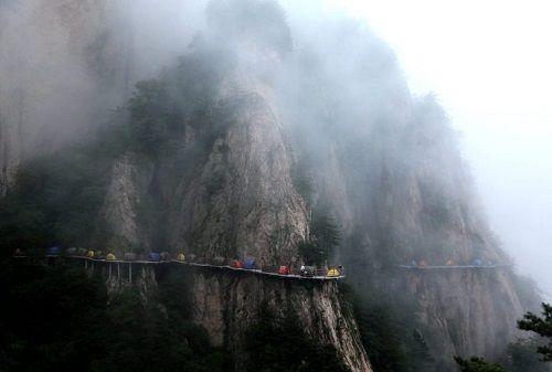 """""""Người thích, kẻ sợ"""" khi cắm trại trên vách núi cao 1700m - Ảnh 6"""
