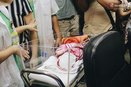 Khoảnh khắc chồng thiếu úy Huyền Trâm nhận lại con trai kháu khỉnh ở bệnh viện - Ảnh 4