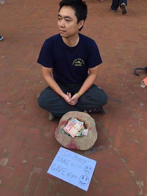 Du khách Việt Nam thử đóng vai ăn xin ở Nepal và kết quả thật bất ngờ - Ảnh 1