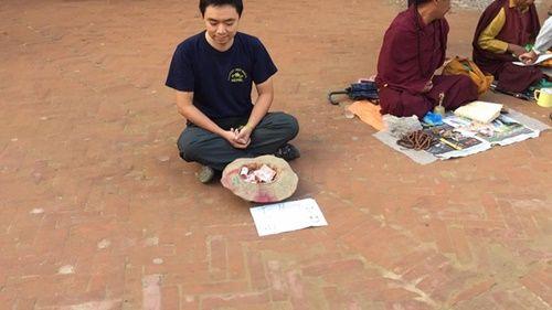 Du khách Việt Nam thử đóng vai ăn xin ở Nepal và kết quả thật bất ngờ - Ảnh 2