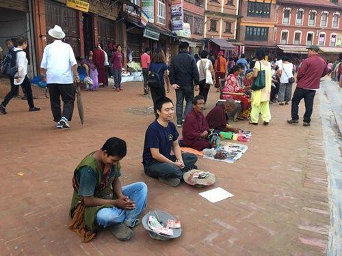 Du khách Việt Nam thử đóng vai ăn xin ở Nepal và kết quả thật bất ngờ - Ảnh 3
