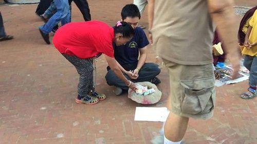 Du khách Việt Nam thử đóng vai ăn xin ở Nepal và kết quả thật bất ngờ - Ảnh 6