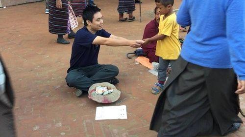 Du khách Việt Nam thử đóng vai ăn xin ở Nepal và kết quả thật bất ngờ - Ảnh 8