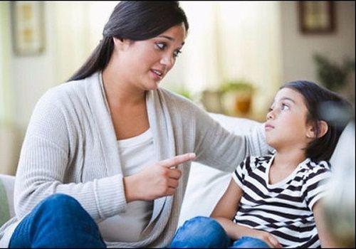 Phản ứng bất ngờ của trẻ khi bị người lớn nói xấu - lời nhắc nhở cho cha mẹ - Ảnh 1