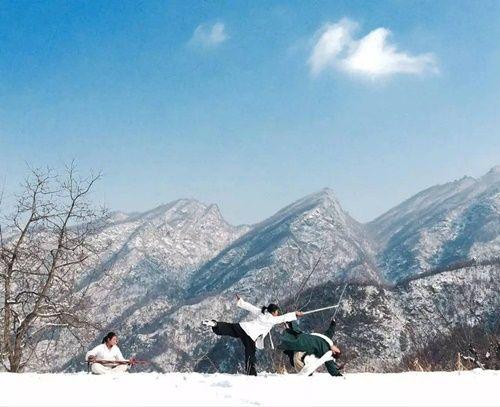 Chuyện thật như đùa: Đôi vợ chồng lên núi sống như phim kiếm hiệp - Ảnh 12