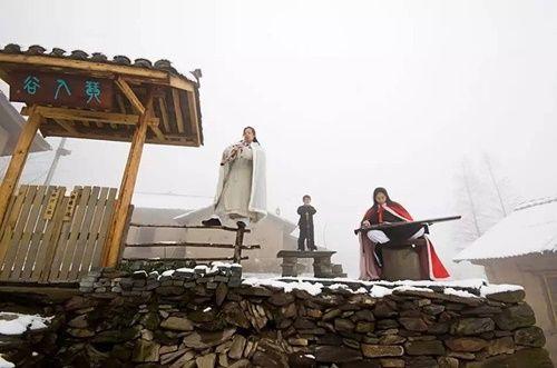 Chuyện thật như đùa: Đôi vợ chồng lên núi sống như phim kiếm hiệp - Ảnh 13