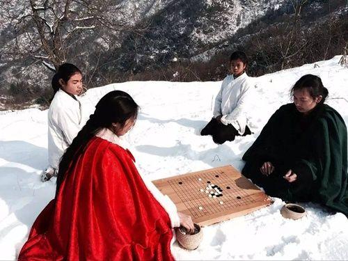 Chuyện thật như đùa: Đôi vợ chồng lên núi sống như phim kiếm hiệp - Ảnh 14