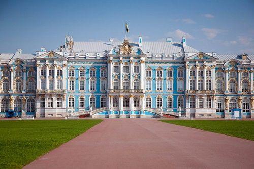 Du khách Trung Quốc lại cho con phóng uế trong cung điện hoàng gia Nga - Ảnh 1
