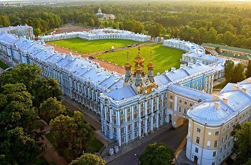 Du khách Trung Quốc lại cho con phóng uế trong cung điện hoàng gia Nga - Ảnh 2