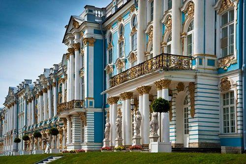 Du khách Trung Quốc lại cho con phóng uế trong cung điện hoàng gia Nga - Ảnh 3
