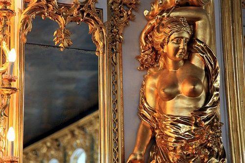 Du khách Trung Quốc lại cho con phóng uế trong cung điện hoàng gia Nga - Ảnh 4