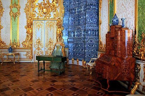 Du khách Trung Quốc lại cho con phóng uế trong cung điện hoàng gia Nga - Ảnh 5