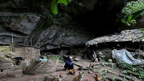Cặp uyên ương xây tổ ấm trong hang đá suốt 54 năm - Ảnh 1