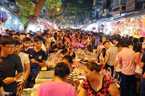 Giới trẻ đánh mất bản sắc Trung thu Việt trên đường phố - Ảnh 1