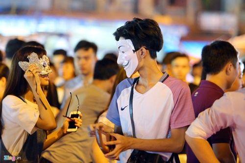 Giới trẻ đánh mất bản sắc Trung thu Việt trên đường phố - Ảnh 11