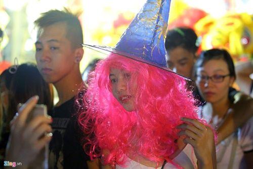 Giới trẻ đánh mất bản sắc Trung thu Việt trên đường phố - Ảnh 13