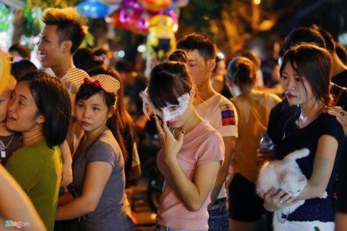Giới trẻ đánh mất bản sắc Trung thu Việt trên đường phố - Ảnh 17