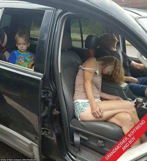 Sự thật sau bức ảnh 'bé 4 tuổi lặng lẽ chứng kiến mẹ với người tình sốc thuốc' - Ảnh 3