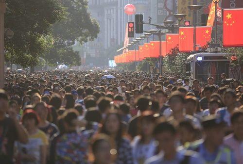 Những hình ảnh chen chúc 'đáng sợ' thường ngày ở đất nước đông dân nhất thế giới - Ảnh 11
