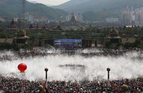 Những hình ảnh chen chúc 'đáng sợ' thường ngày ở đất nước đông dân nhất thế giới - Ảnh 17