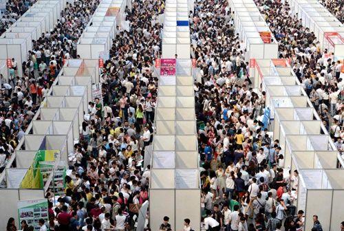 Những hình ảnh chen chúc 'đáng sợ' thường ngày ở đất nước đông dân nhất thế giới - Ảnh 3