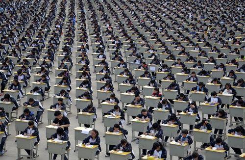 Những hình ảnh chen chúc 'đáng sợ' thường ngày ở đất nước đông dân nhất thế giới - Ảnh 7