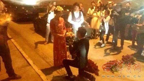 Sợ lỡ giờ tốt, cặp đôi làm đám cưới ngay trong … đường hầm - Ảnh 3