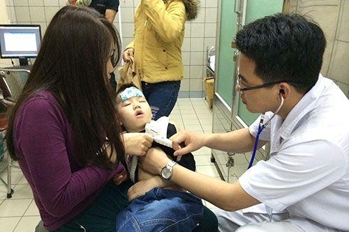 Bệnh nhi nhập viện vì thời tiết tăng 25 - 30% - Ảnh 1