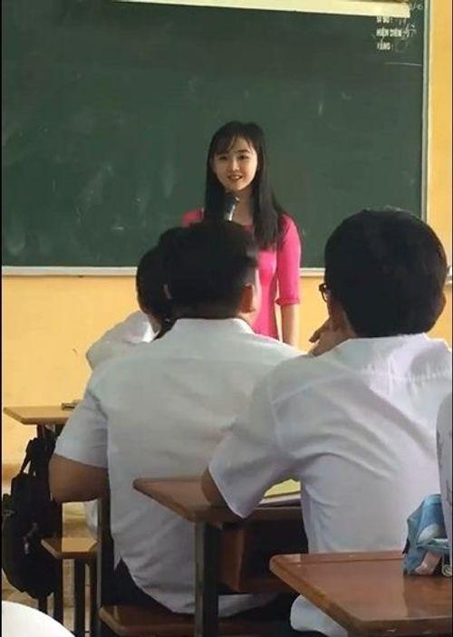 Dân mạng sốt sình sịch với nhan sắc xinh như mộng của cô giáo cấp 3 - Ảnh 1