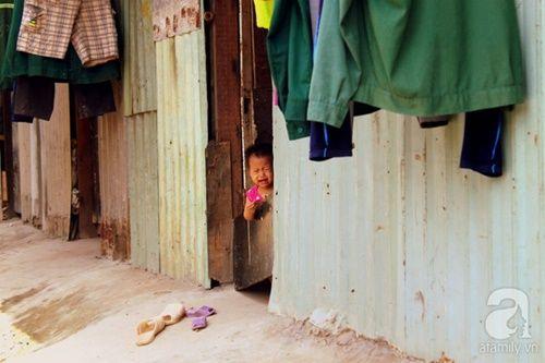 Những đứa trẻ thả ước mơ vào dòng kênh ô nhiễm ngày khai trường - Ảnh 2
